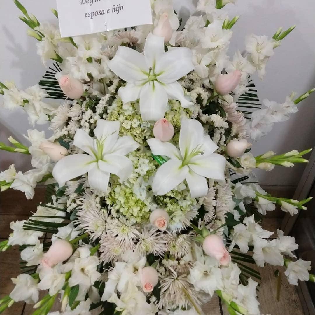 arte floral funerario: Cómo se hacen las coronas funerarias